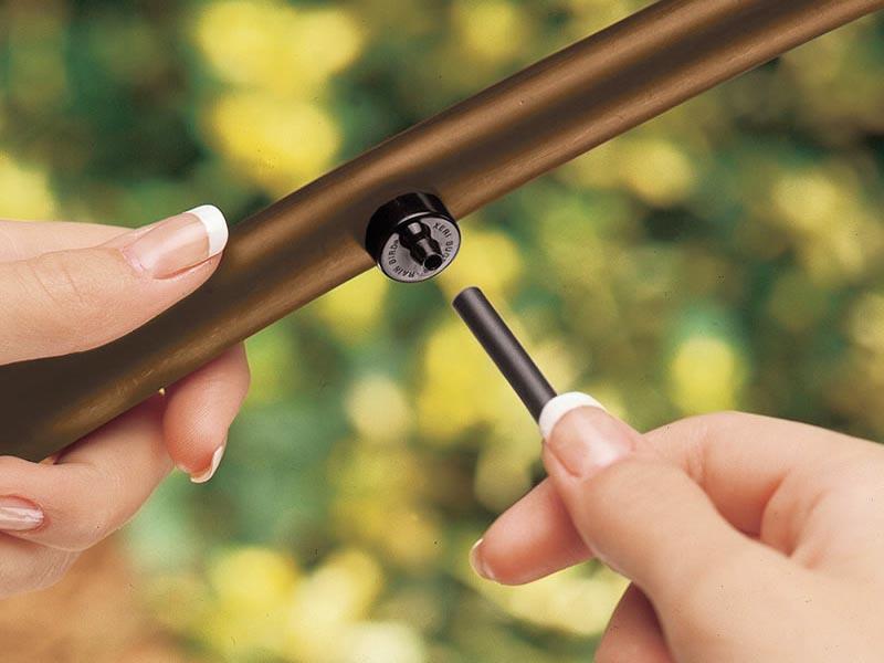 Ống tưới PE 6mm nối với đầu nhỏ giọt bù áp